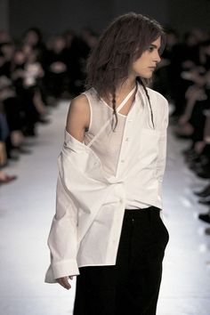 An awesome colour combination fashion. #womensfashion #blackandwhite #modern #fashion