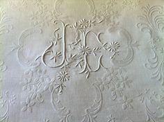 Superbe Couverture de MARIAGE ancienne brodée & monogammée / Linge ancien 149512