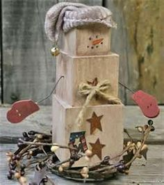 This snowman craft is so rustic. Make lovely homemade Christmas decorations as DIY Christmas gifts, or keep the snowman crafts for your own home decorating. Primitive Snowmen, Primitive Crafts, Primitive Christmas, Rustic Christmas, Primitive Country, Christmas Tables, Modern Christmas, Snowman Crafts, Christmas Projects