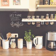 Living DIY: Blackboard for the kitchen with blackboard foil- DIY wohnen: Tafelwand für die Küche mit Tafelfolie DIY living: blackboard foil for the kitchen - Kitchen Inspirations, Blackboard Wall, Kitchen Decor, Blackboards, Home Decor, Home Coffee Stations, Home Kitchens, Home Diy, Diy Kitchen