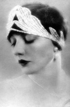 that 1920s flapper glow.