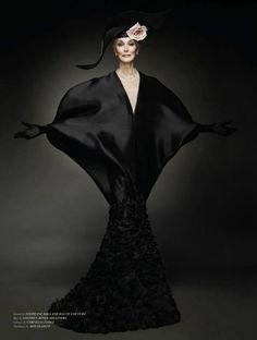 """ Carmen Dell'Orefice for Stéphane Rolland Haute Couture, "" Carmen Dell'orefice, Races Fashion, Punk Fashion, Fashion Models, Womens Fashion, 50 Y Fabuloso, Advanced Style, Vogue Magazine, Girl With Hat"