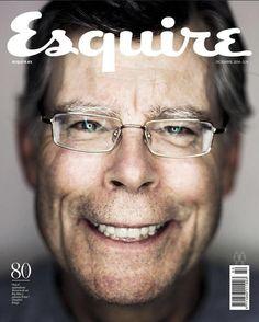 Esquire: Kaum ein Autor hat mehr Menschen Angst gemacht, als Stephen King. Auf dem Cover der spanischen Esquire sieht der Star-Schriftsteller passenderweise auch nicht gerade sonderlich lieb aus. Dafür aber sehr charismatisch.