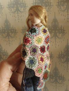 Hanna & Leijona: Hartioille lämmitystä - A shawl for Maria Knit Or Crochet, Crochet Motif, Crochet Hats, Crochet Ideas, Doll House People, Barbie, Tiny Treasures, Knitted Dolls, Crochet Accessories