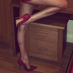 Sexy red heels and gams