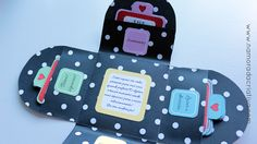 """Criativas, hoje trouxe o tutorial do """"Cupons do Amor"""". Fiz em formato de cartão explosivo, com bolsinhos; dentro de cada bolsinho vêm os cupons. Todos separados por categorias, sendo elas: sentimentos, lazer e diversão, de comer e bônus especiais!♥ Veja mais fotos com detalhes desse mimo:    Explico direitinho como fazer neste vídeo:   Moldes  Atenção:Para salvar os moldes você deve clicar na imagem e SÓ DEPOIS QUE ELA ABRIR NA SUA TELA você a salva em seu computador! (não funciona pelo…"""