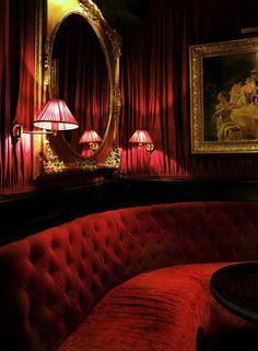 Balade dans le cœur du VIIIe arrondissement parisien, porté par la renaissance de l'Hôtel Mathis, rue de Ponthieu. Un lieu mythique, que l'Experimental Group vient de prendre sous son aile. L'Hôtel Mathis à Paris. © Paul Bowyer