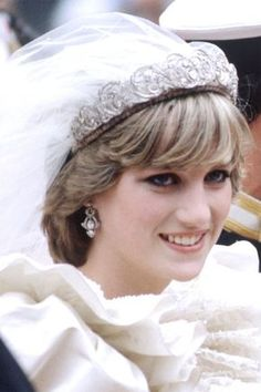 July Lady Diana Spencer marries Prince Charles at St. Princess Diana Hair, Princess Diana Wedding, Princess Diana Fashion, Princess Diana Pictures, Princess Diana Family, Princess Kate, Princess Makeup, Diana Wedding Dress, Royal Wedding Gowns