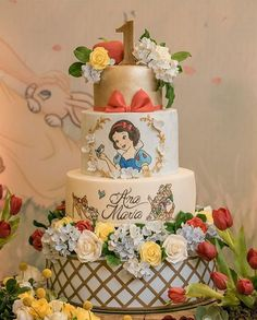 The theme of a birthday party is very important to every child, so when Ana Maria decided she wanted a Snow White extravaganza, her mother went all out to create a party that would turn out to be a… Baby Snow White, Snow White Wedding, Snow White Cake, White Birthday Cakes, Snow White Birthday, Disney Princess Birthday Party, Birthday Party Themes, Cinderella Birthday, Princess Cupcake Toppers