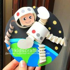 art projects for kids ДЕТСКИЕ ПОДЕЛКИ Kindergarten Art, Preschool Crafts, Fun Crafts, Space Crafts Kids, Space Activities, Preschool Activities, Diy With Kids, Galaxy Crafts, Space Party