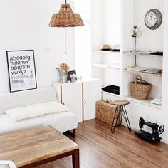 lovelyzakkaさんの、ソファ,収納,バスケットトランク,アートフレーム,ショップ風,サンサンフー,夏インテリア,アラログランプシェードについての部屋写真