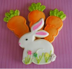 I love the airbrushed carrots.  AMAZING Easter Cookies.  @montrealconfections  #easter  #cookies  #bunnies