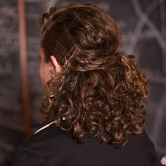Yes, curly hair is professional - here's proof.