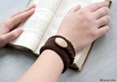 Twisted knit cuff with wooden button by LaMauvaiseGraine on Etsy, €12.80