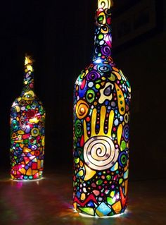 42 upcycling ideas for DIY lamps made of glass bottles- 42 Upcycling Ideen für DIY Lampen aus Glasflaschen diy lamps and lights led lamps oriental lamps lamp with motion detector designer lamps glass - Glass Bottle Crafts, Wine Bottle Art, Painted Wine Bottles, Diy Bottle, Glass Bottles, Decorated Bottles, Perfume Bottles, Glass Painting Designs, Diy Upcycling
