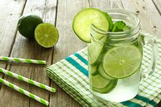 Delicious Detox Water to Cleanse Your Body and Burn Belly Like Crazy Best Nutrition Apps, Nutrition Food List, Nutrition For Runners, Cucumber Water Benefits, Cucumber Detox Water, Food In French, Cleanse Your Body, Food Science, Yummy Drinks