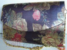 Carteira nellfernandes em tecido metálico - flores sobre fundo berinjela.