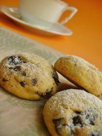 Jó, valójában mandulás-narancsos-csokis cookie , de ez a képen nem látszik. Nem is látszhat, mert bár cookie-nak indult, (plecsnisüti, ah... Bagel, Muffin, Chips, Bread, Breakfast, Food, Meal, Potato Chip, Brot