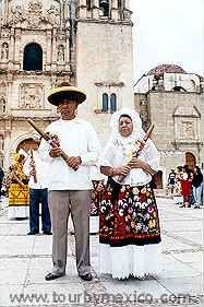 Guelaguetza fest in Oaxaca Mexico. Oaxaca Tours and Travel Guide at http://www.tourbymexico.com/oaxaca/oaxaca/oaxaca.htm