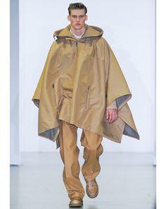 Poncho moutarde pour les parties de chasses pluvieuses le dimanche - Calvin Klein fall 2012