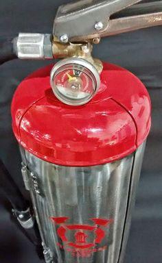 Fire extinguisher, individual wine bottle holder. Bodeguita individual.