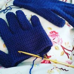 Dinki Dots Craft: Crochet Gloves - with Fingers!