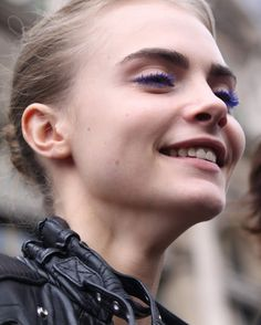 Cara Delevingne after Stella McCartney show during Paris Fashion Week, March 2012 Cara Delevingne Photoshoot, Cara Delevingne Style, Cara Delvingne, Blue Mascara, Fotos Goals, Face Photo, Thick Eyebrows, Eye Make Up, Belle Photo