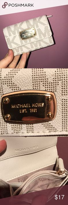 Michael Kors Wallet Very clean, never been used, bought it and never used it Michael Kors Bags Wallets