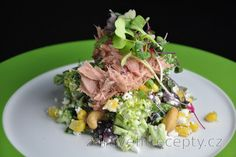 Delicious, fit broccoli salad with cottage cheese, tuna and corn that you can enjoy at any time during the day. You can prepare this salad with or without tuna. Tuna adds to its. Healthy Broccoli Salad, Raw Broccoli, Healthy Salads, Healthy Fats, Healthy Eating, Raw Food Recipes, Dinner Recipes, Cooking Recipes, Healthy Recipes