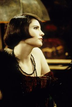Jennifer Jason Leigh as Dorothy Parker in Mrs. Parker and the Vicious Circle (1994).