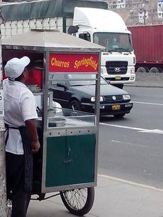 Un churrero en la Panamericana Sur violando Copyright.