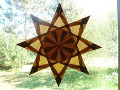 Esta estrella intrincadamente doblado ventana inspirada en Waldorf es maravillosa para el otoño y decoración de acción de Gracias. Esta