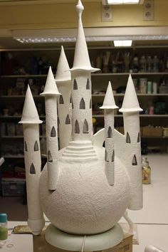 making a fairy house for elementary Paper Mache Crafts, Clay Crafts, Diy And Crafts, Clay Houses, Ceramic Houses, Ceramic Clay, Clay Fairy House, Fairy Houses, Origami