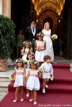 La boda de María y Fran | Telva.com Wedding Bridesmaids, Wedding Attire, Wedding Gowns, Bridesmaid Dresses, Cat Wedding, Wedding With Kids, Dream Wedding, Girls Party Dress, Girls Dresses