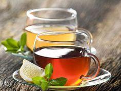Der neue Teetrend – das gesunde Heißgetränk macht Kaffee und Cappuccino Konkurrenz. EAT SMARTER erklärt die Faszination hinter Oolong und Matcha Tee.