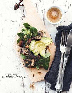easy breakfast: avocado, sauteed mushrooms on a bed of greens :: from That Kind Of Woman