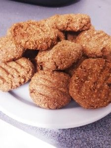 Food Lovers Recipes | PEANUT BUTTER AND BANANA COOKIESPEANUT BUTTER AND BANANA COOKIES - Food Lovers Recipes Dog Food Recipes, Cookie Recipes, Cinnamon Powder, Peanut Butter, Almond, Rolls, Coconut, Banana, Lovers