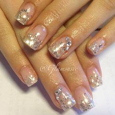 Glitter gel nails. @glamsusie