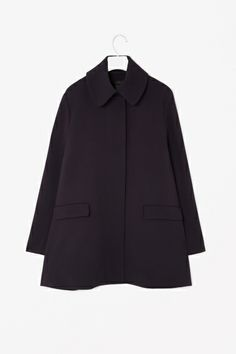 Coat with oversized collar