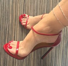 ❤️ RED ❤️ Today, first Tuesday of the month, I join the challenge of my beautiful high heels friend Sexy Legs And Heels, Sexy High Heels, High Heels Stilettos, Red Stiletto Heels, High Heels Outfit, Heels Outfits, Talons Sexy, Pantyhose Heels, Beautiful High Heels