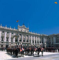 Guardia en el Palacio Real. Madrid. Fotos de viajes.