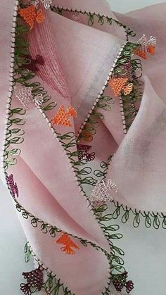 This Pin was discovered by Mab Knitted Poncho, Knitted Shawls, Types Of Embroidery, Hand Embroidery, Needle Lace, Knitting Socks, Scarf Styles, Crochet Projects, Tatting