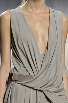 Beautifully draped dress with fluid lines, gently pleated skirt + minimal leather belt; fashion details // Doo.Ri