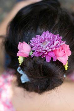 Fresh Flower Wrap via Tuts Plus. #flower #floral #flowers #diy #diybeauty #crafts #springbeauty #tutsplus #hellonatural  #wallflowergirl
