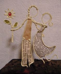 Made by Moni Wire Art Sculpture, Sculptures, Crafty Projects, Projects To Try, Diy Crafts For Kids, Arts And Crafts, Paper Mache Clay, Angel Crafts, Arte Popular