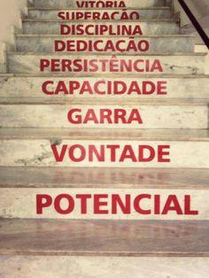 Todo o SUCESSO exige a subida de cada degrau…  Leia mais em… http://blog.foruwecare-lurdescosta.com/blog/passado-vs-futuro