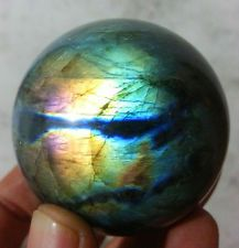 Labradorite - A very unique type of gemstone Types Of Gemstones, Minerals And Gemstones, Crystals Minerals, Rocks And Minerals, Stones And Crystals, Crystal Sphere, Crystal Ball, Quartz Crystal, Mineral Stone