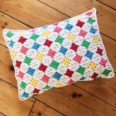 Reversible Rainbow Crochet Cushion – Free Tutorial @ hollypips