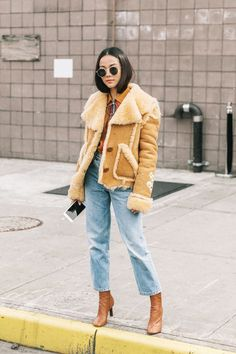 Update your denim outfit rotation this fall with the coolest new ways to wear mom jeans. Add each combination to your line-up to freshen your denim style.