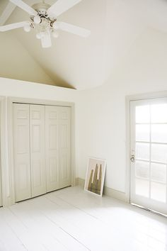 Be ahead of the white walls + contrasting trim trend with these color choosing tips from Jenny with gorgeous curated colors from Valspar Optimus paint line at AceHardware spon AcePaintProjects Dark Trim, Grey Trim, White Trim, Tan Walls, Off White Walls, Pink Carpet, White Carpet, Green Carpet, Houses